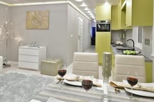 stół, kuchnia, korytarz, salon komoda