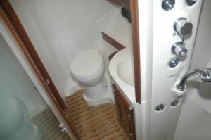 Nordic 38 HT bathroom